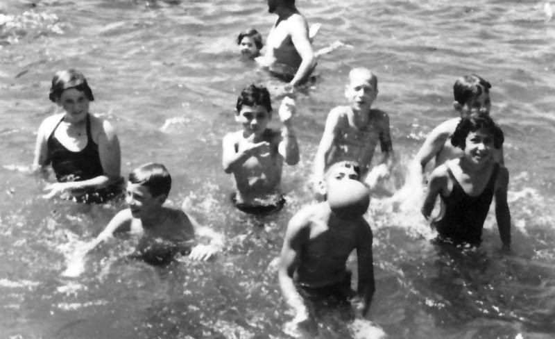 תמונה 13- 245 - קבוצת אלומה בקייטנה - נעמי הניג-ארבל נאוה ליפשיץ שאולי רוזנטל רני שיפר יוסי גילאי