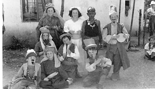 תמונה 14- 262 - ילדי קבוצת אלומה ואלון בפורים שנות ה-40-50 - נעמי הניג רני שיפר יואב גלעד איה סימ
