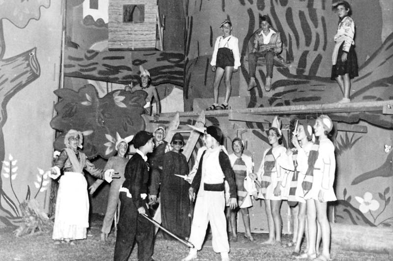 תמונה 15- 222 - הצגת קבוצת אלומה - שוכני האלון כולם-שנות ה-50