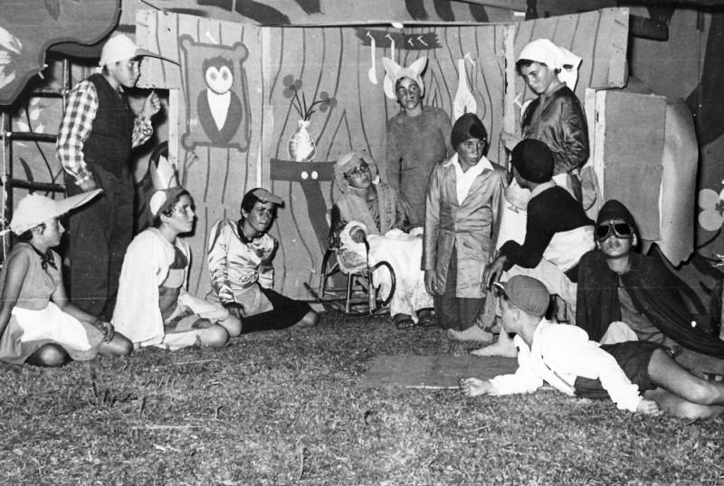 תמונה 16- 222 - הצגת קבוצת אלומה - שוכני האלון כולם-שנות ה-50