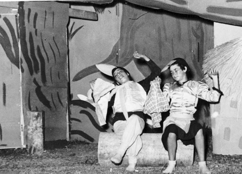 תמונה 17- 222 - הצגת קבוצת אלומה - שוכני האלון כולם-שנות ה-50 - נאוה ליפשיץ