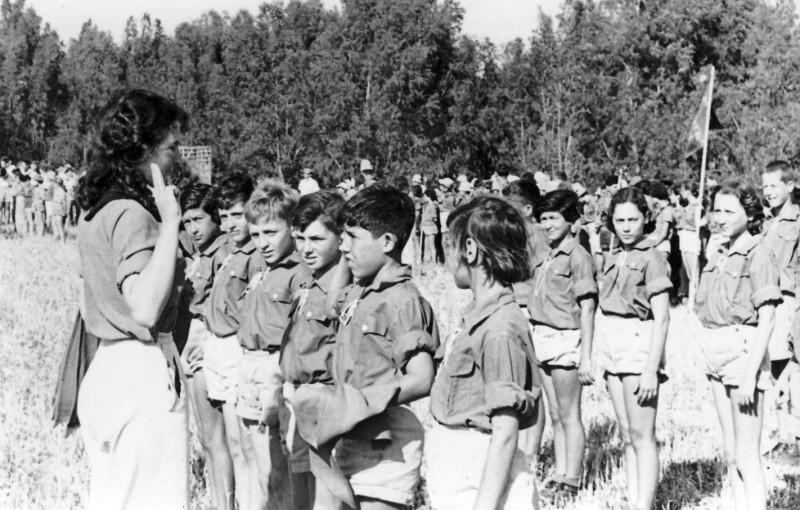 תמונה 19- 123 -קבלת עניבות קבוצת אלומה - ראש הקן-בשקה גולן - דינה סגל נעה ונאוה ליפשיץ יוסי גילאי