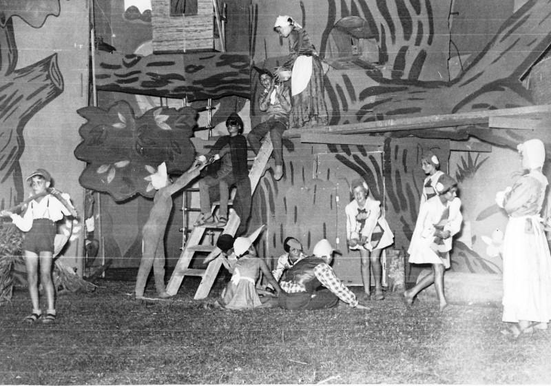 תמונה 19- 222 - הצגת קבוצת אלומה - שוכני האלון כולם-שנות ה-50
