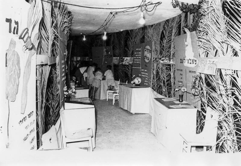 תמונה 1- 67 - תערוכת סיום שנת לימודים - קבוצת אלומה שנות ה-50