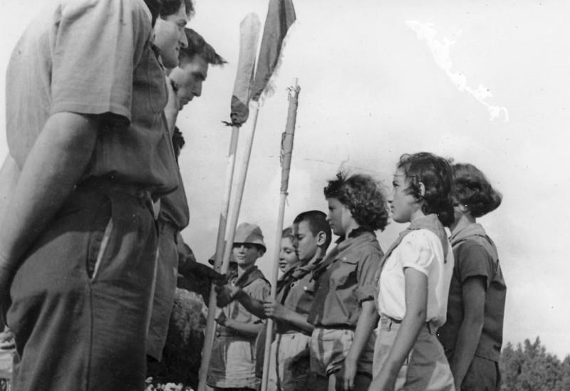 תמונה 4- 267 - קבוצת אלומה במפקד שומרי שנות ה-50 - איה סימון דינה אטינגון שאולי רוזנטל