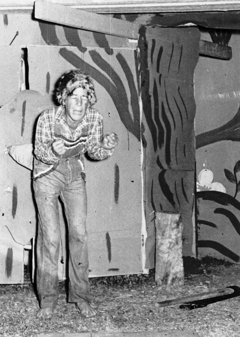תמונה 10- 222 - הצגת קבוצת אלומה - שוכני האלון כולם-שנות ה-50 - יוסי גילאי