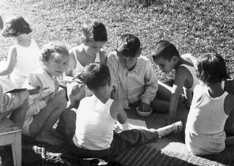 תמונה 10- 268 - ילדי קבוצת אלון-אלומה - עמליה שוסדק יואב גלעד יובל גולן - שנות ה-50