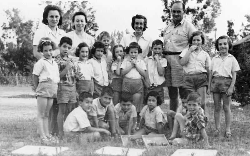 תמונה 13- 216 - קבוצת אלומה שנות ה-50-שמות בסכום