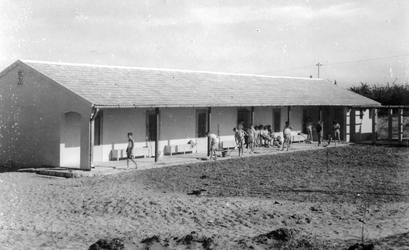 תמונה 6- 235 - הבית הראשון במוסד - 1948