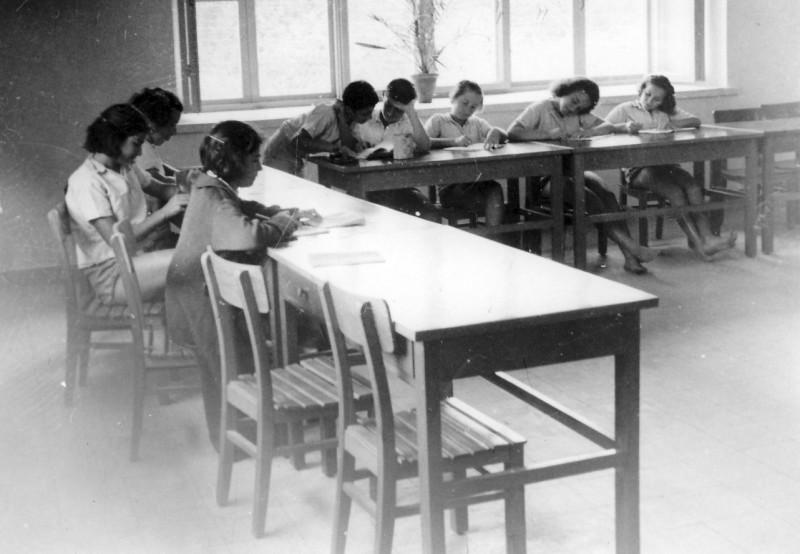 תמונה 13- 235 - קבוצת שבלים בכתה במוסד - שנות ה-50