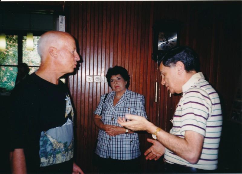 תמונה 3- 13 -ג'ש -1998-כנס קב' עופר-גיורא אילני אהובה וישראל נוימרק
