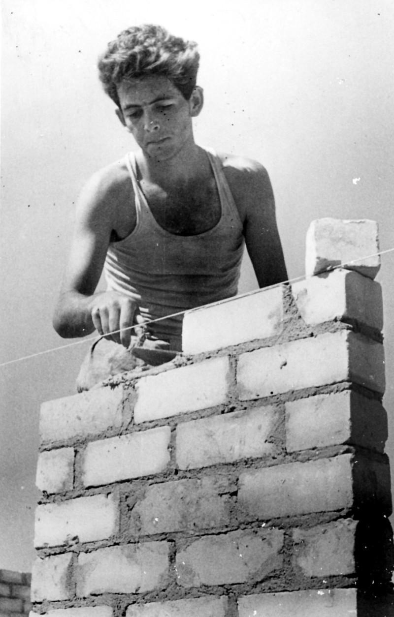 תמונה 10- 124 - חיים שרון-עופר 1954