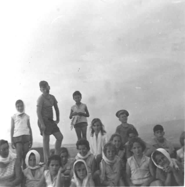 תמונה 11- 267 - קבוצת עומר שנות ה-50 - יעל זכאי תמר קין טלי לב דורית רוזנצוויג אורנה גלילי מאיה נ