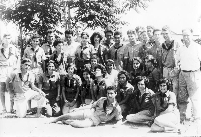 תמונה 3- 39 -גש 1955-קבוצת עופר בסיום יב-שמות בסכום