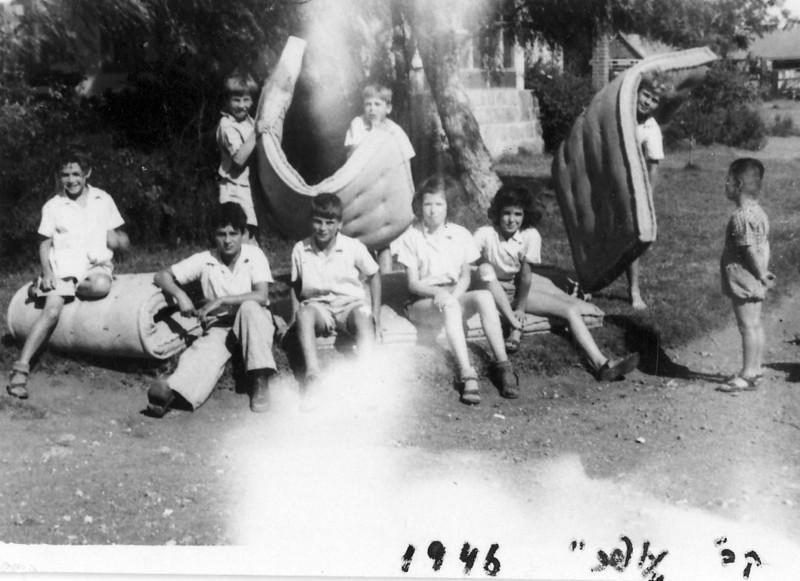 תמונה 4- 236 - קבוצת עופר בניקוי כללי 1946 - חזקי רימון יגאל עופר גיורא אילני גידי סיון-שאר שמות