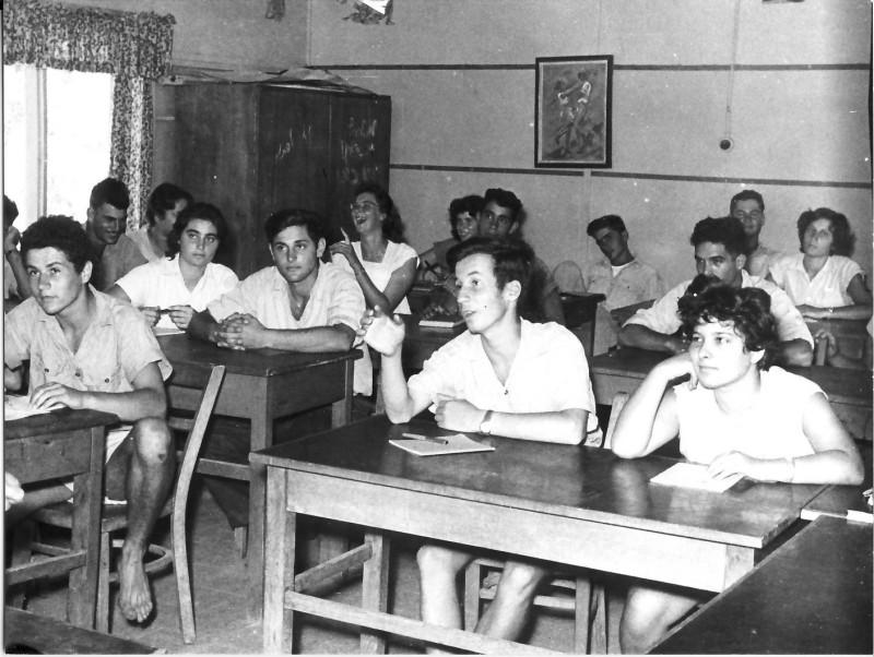 תמונה 1- 31 -גש 1955-קבוצת עופר בכיתה-שמות בסכום
