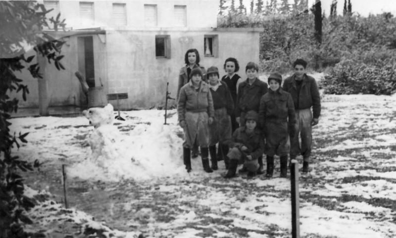 תמונה 6- 122 -קבוצת עופר בשלג במוסד 1951-שמות בסכום