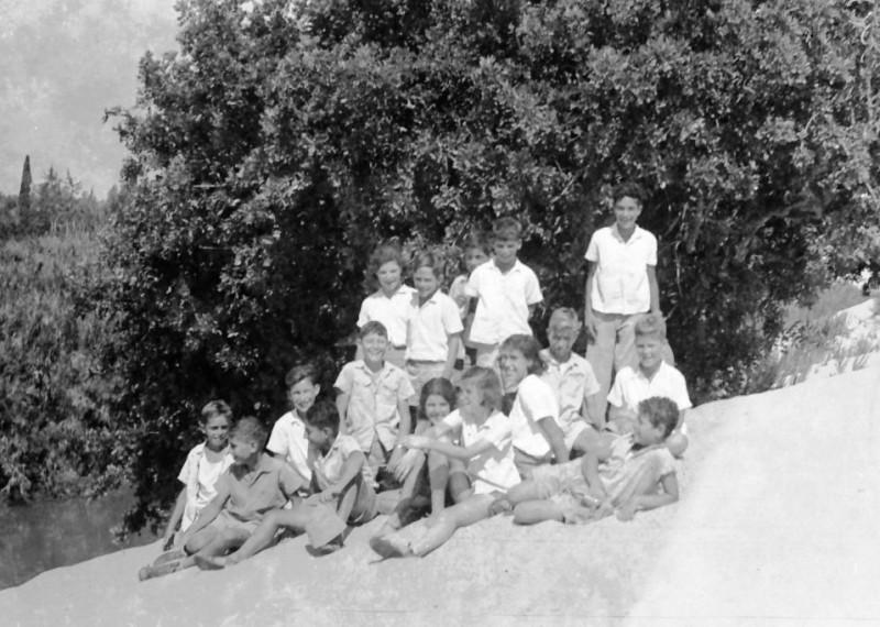 תמונה 4- 412 - קבוצת עופר בטיול 1948-9 - שמות בסכום