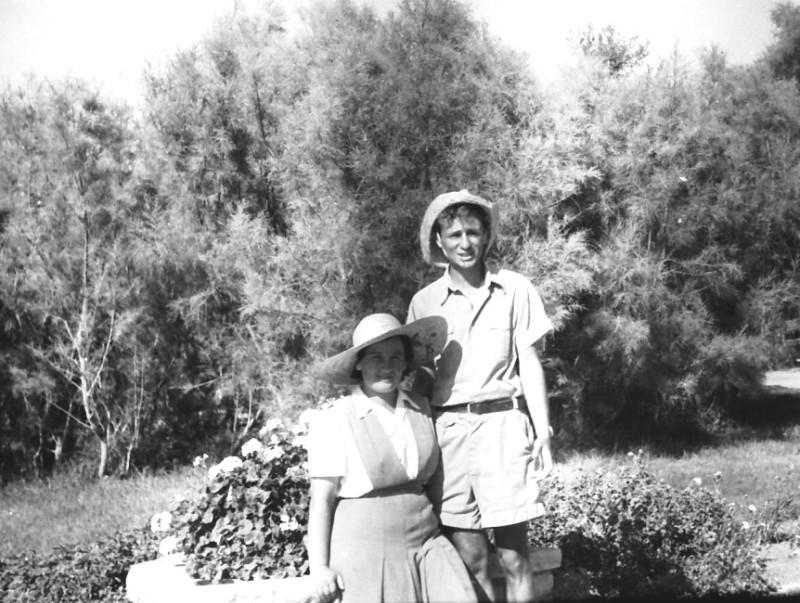 תמונה 35- 412 - מחנכי קבוצת עופר-בצלאל לב המורה ודבורה גולוביי-מטפלת 1948-9
