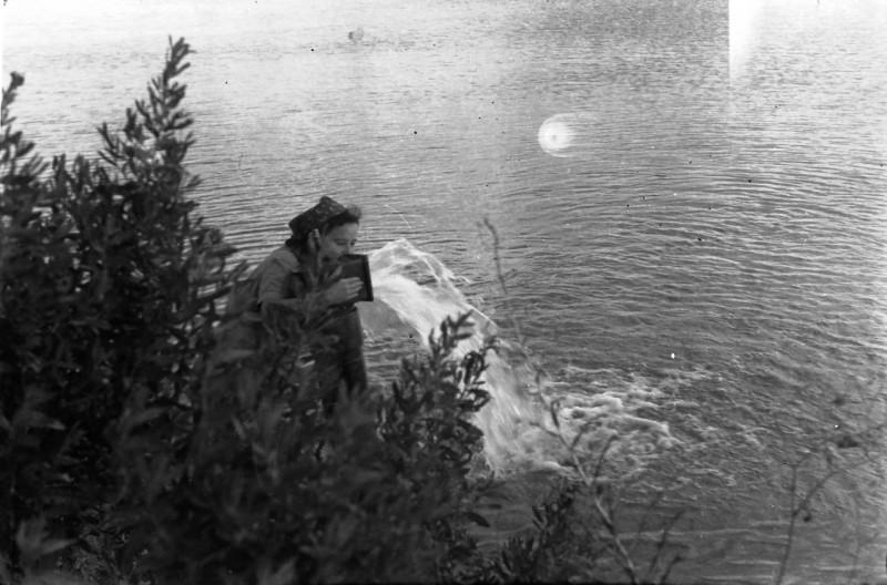 תמונה 10- 412 - ילדי קבוצת עופר בברכות הדגים בדמיירה 1948-9