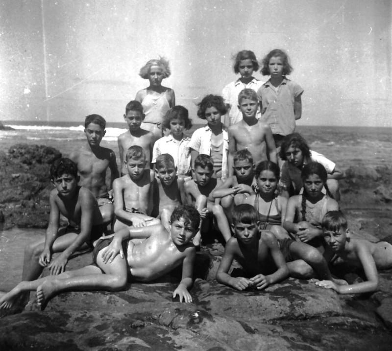 תמונה 33- 412 - קבוצת עופר בקיטנה בטנטורה 1948-9 - שמות בסכום