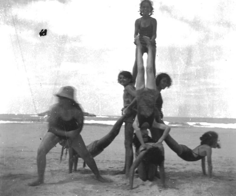 תמונה 72- 411 - קבוצת עופר בקייטנה בטנטורה - פירמידת הבנות 1947-9