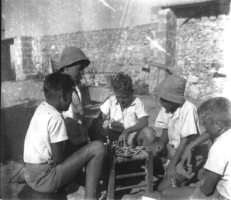 תמונה 50- 411 - ילדי קבוצת עופר בקייטנה בטנטורה 1947-8 - שמות בסכום