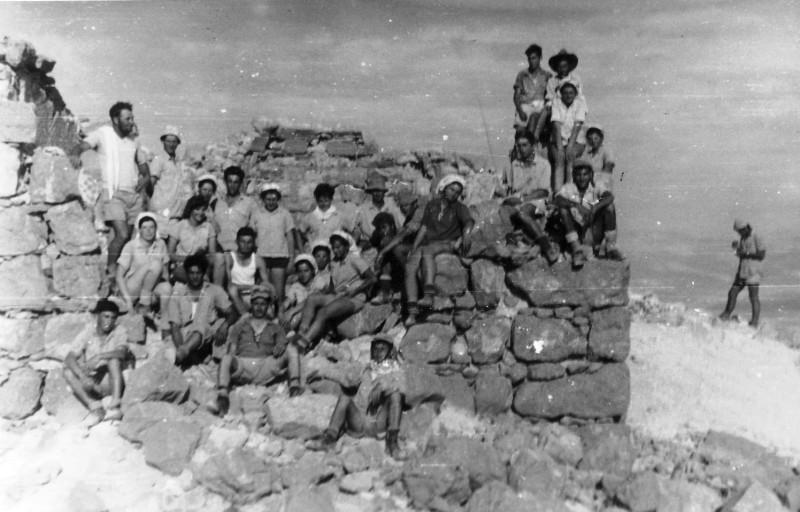 תמונה 47- 408 - קבוצת עופר - טיול למצדה 1954 - פרטים בגב התמונה ובסכום