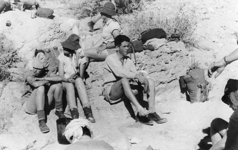 תמונה 45- 408 - קבוצת עופר - טיול למצדה 1954 - שמות בגב התמונה ובסכום