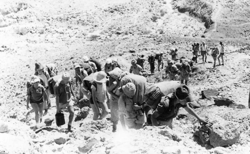 תמונה 43- 408 - קבוצת עופר - טיול למכתשים 1955