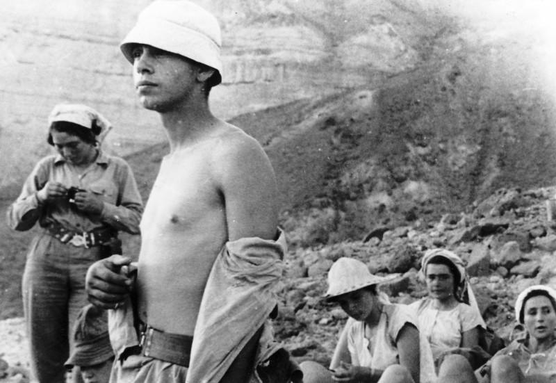 תמונה 41- 408 - קבוצת עופר - טיול למכתשים 1955 - שמות בגב התמונה ובסכום