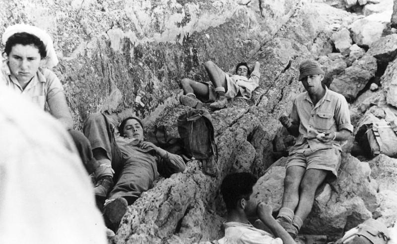 תמונה 40- 408 - קבוצת עופר - טיול למכתשים 1955 - שמות בגב התמונה ובסכום