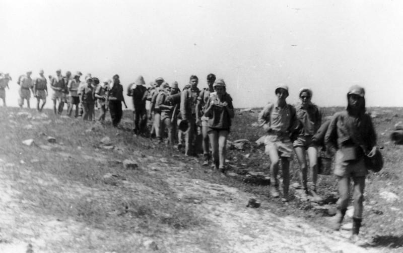 תמונה 4- 408 - קבוצת עופר - טיול למצדה 1954 - פרטים בגב התמונה ובסכום
