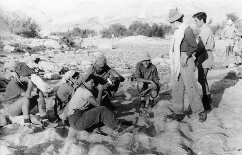 תמונה 38- 408 - קבוצת עופר - טיול למכתשים 1955 - שמות בגב התמונה ובסכום