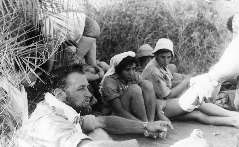 תמונה 37- 408 - קבוצת עופר - טיול למכתשים 1955 - שמות בגב התמונה ובסכום