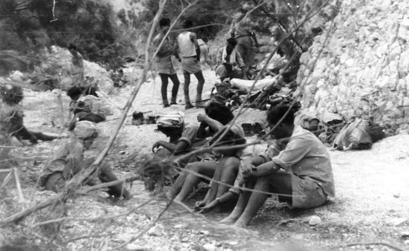 תמונה 23- 408 - קבוצת עופר - טיול למצדה 1954 - בעין בוקק