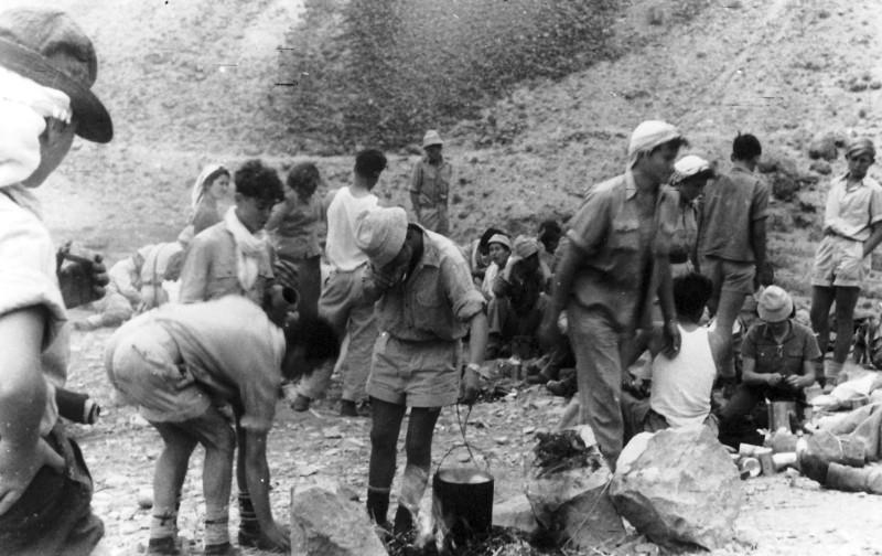 תמונה 22- 408 - קבוצת עופר - טיול למכתשים 1955 - יגאל עופר גידי סיון חיים שרון