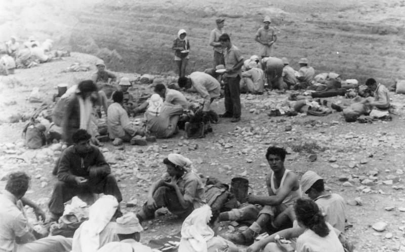 תמונה 19- 408 - קבוצת עופר - טיול למכתשים 1955 - שמות בגב התמונה ובסכום