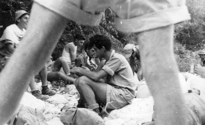 תמונה 17- 408 - קבוצת עופר - טיול למכתשים 1955 - שמות בגב התמונה ובסכום