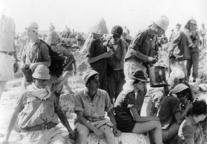 תמונה 15- 408 - קבוצת עופר - טיול למכתשים 1955 - שמות בגב התמונה ובסכום