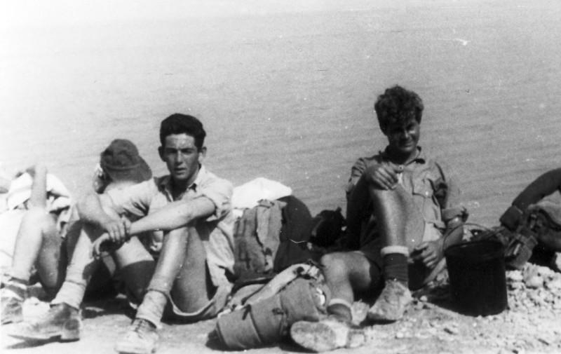תמונה 13- 408 - קבוצת עופר - טיול למצדה 1954 - פרטים בגב התמונה ובסכום