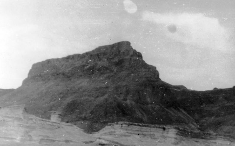תמונה 1- 408 - קבוצת עופר - טיול למצדה 1954 - צוק מצדה