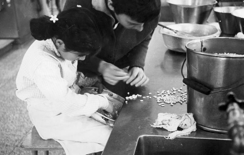תמונה 4- 54 - קבוצת סלע - אנו מבשלים 1968 - צלילה עופר