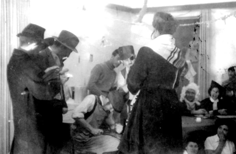 תמונה 11- 327 - הצגת קבוצת עופר שנות ה-50 - לזיהו
