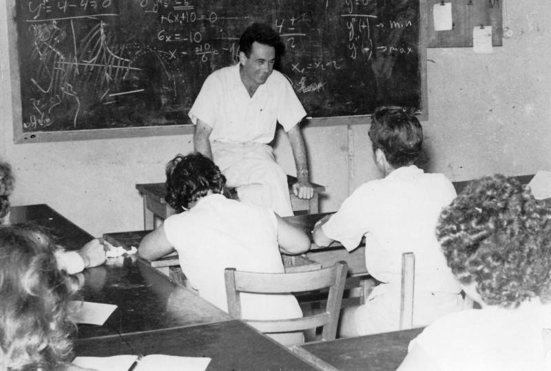 תמונה 15- 320 - בניו גרינבוים כמורה של קבוצת עופר 1954-5 - עם הגב גיורא אילני והגר ממזרע