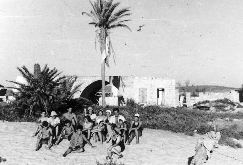 תמונה 9- 265 - קבוצת עופר בקייטנה בטנטורה עם בצלאל לב - שנות ה-50