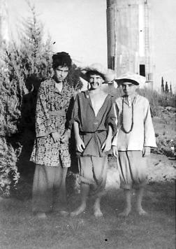 תמונה 3- 259 - קבוצת עופר - הצגת הנסיך הגנוב 1950 - תלמה אטינגון-יסעור אהוד גילאי גידי יוספזון-סי