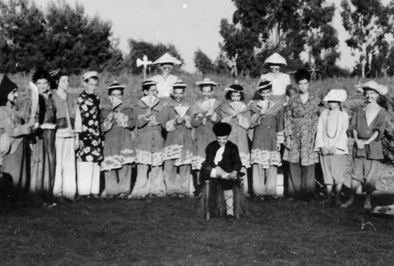 תמונה 7- 258 - קבוצת עופר 1951 - הצגת הנסיך הגנוב