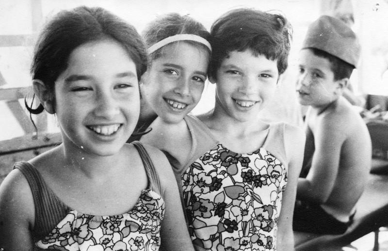תמונה 7- 226 - בנות קבוצת סלע צלילה עופר ראלי מרגלית עינת פט - שנות ה-60