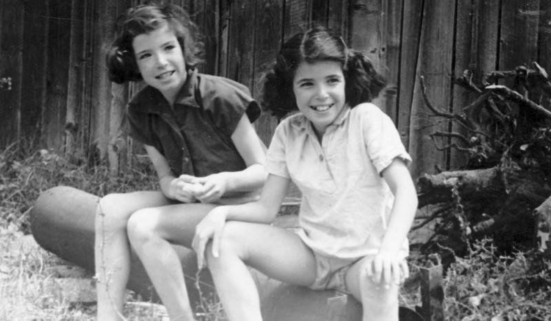 תמונה 7- 225 - נירה ועדנה לנדסמן - שנות ה-40